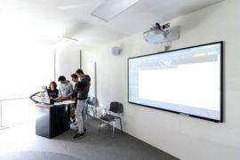 immersion jeune dublin salle de classe moderne et équipée